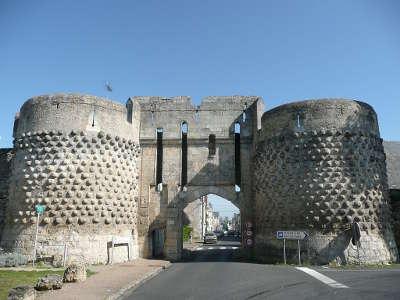 Montreuil bellay petite cite de caractere l enceinte fortifie routes touristiques de maine et loire guide du tourisme du pays de la loire