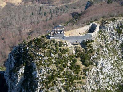 Montsegur le chateau les routes touristiques de ariege guide du tourisme midi pyrenees