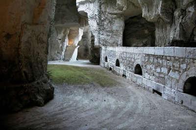 Montsoreau plus beau village cave troglo routes touristiques de maine et loire guide du tourisme du pays de la loire