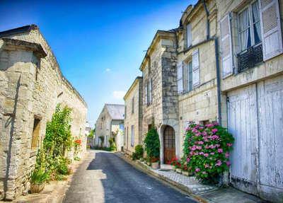 Montsoreau plus beau village ruelle routes touristiques de maine et loire guide du tourisme du pays de la loire