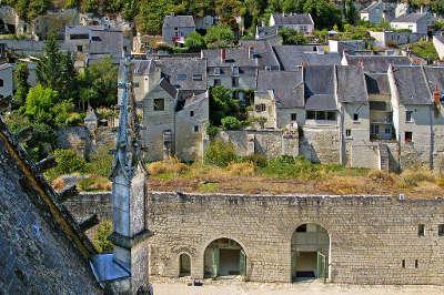 Montsoreau plus beau village vue sur le village les routes touristiques de maine et loire guide du tourisme du pays de la loire