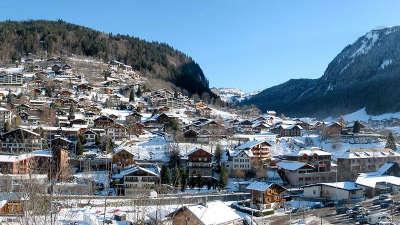 Morzine sous la neige routes touristiques de haute savoie guide du tourisme de rhone alpes