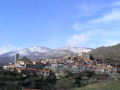 Mosset vu depuis le village plus beaux villages routes touristiques des pyrenees orientale guide du tourisme occidanie