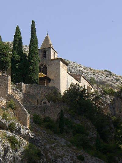 Moustiers sainte marie plus beau village la chapelle notre dame de beauvoir routes touristique des alpes de haute provence guide du tourisme provence alpes cote d azur