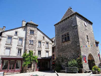 Mur de barrez tour de monaco routes touristique d aveyron guide du tourisme midi pyreneess