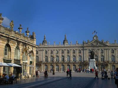 Nancy place stanislas routes touristiques de la meurthe et moselle guide du tourisme de lorraine