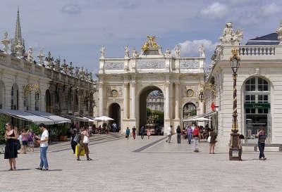 Nancy porte here depuis la place stanislas routes touristiques de la meurthe et moselle guide du tourisme de lorraine