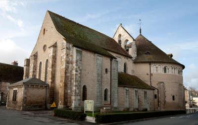 Neuvy saint sepulchre basilique saint jacques le majeur routes touristiques dans l indre guide du tourisme centre val de loire