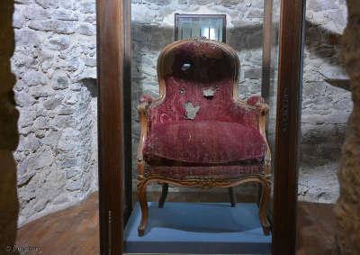 Normoutier le fauteuil ou etait assi le general d elbee pour etre fusille routes touristiques de vendee du tourisme du pays de la loire