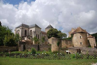 Nouaille maupertuis abbaye de saint junien routes touristique de la vienne guide du tourisme de poitou charentes