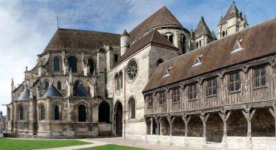 Noyon abbaye saint barthelemy routes touristique de l oise guide du tourisme de picardie