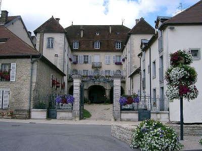 Orgelet cite de caractere de bourgogne hotel particulier de francois babey routes touristiques du jura guide du tourisme de franche comte