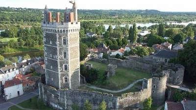 Oudonl le chateau vue sur la loire routes touristiques de loire atlantique guide du tourisme du pays de la loire 1