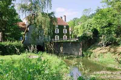 Parc du moulin d athie jardin remarquable routes touristiques en cote d or guide du tourisme en bourgogne