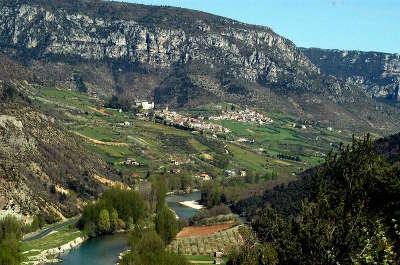 Parc naturel regional des grands causses guide du tourisme de l aveyron midi pyrenees