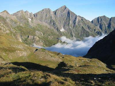 Parc naturel regional des pyrenees ariegeoises le mont valier routes touristiques de ariege guide du tourisme midi pyrenees