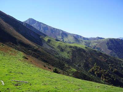 Parc naturel regional des pyrenees ariegeoises le pic de la calabasse routes touristiques de ariege guide du tourisme midi pyrenees