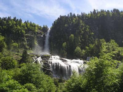 Parc naturel regional des pyrenees ariegeoises les cascades d ars routes touristiques de ariege guide du tourisme midi pyrenees