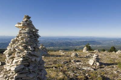 Parc naturel regional du luberon montagne de lure routes touristiques du vaucluse guide du tourisme de provence alpes cote d azur