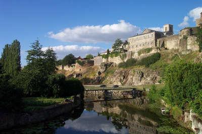 Parthenay la citadelle routes touristique des deux sevres guide du tourisme de poitou charentes