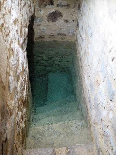 Pernes les fontaines bain rituel juif de l hotel de cheylus routes touristiques du vaucluse guide touristique de la provence alpes cote d azur