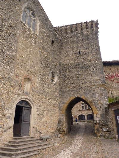 Perouges plus beau village cite medievale routes touristiques de ain guide du tourisme de rhone alpes