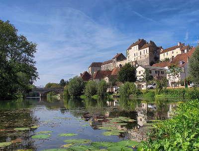 Pesmes enceinte medievale plus beaux villages de france routes touristiques de hautes saone guide touristique franche comte