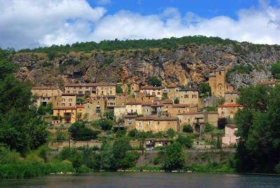 Peyre plus beaux villages de france vue du village depuis le tarn routes touristiques de aveyron guide du tourisme midi pyrenees