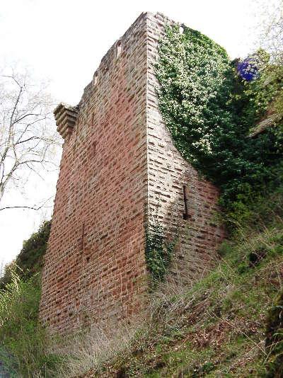 Philippsbourg le chateau de falkenstein routes touristiques de la moselle guide du tourisme de la lorraine