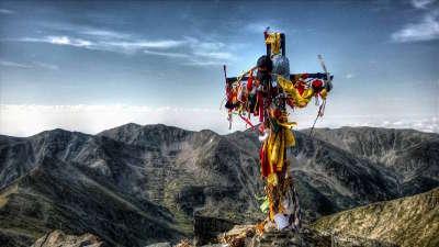 Pic du canigou croix du canigou routes touristiques des pyrenees orientale guide du tourisme occidanie