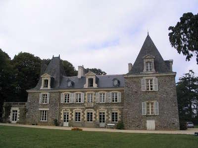 Pire sur seiche chateau de l epinay route touristique de l ille et vilaine guide du tourisme de bretagne