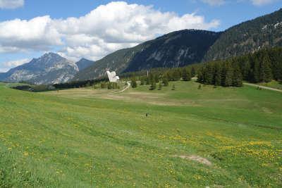 Plateau des glieres monument des glieres routes touristiques de haute savoie guide du tourisme de rhone alpes