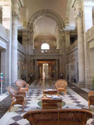 Plombieres les bains hall interieur des thermes napoleon routes touristiques des vosges guide du tourisme de la lorraine