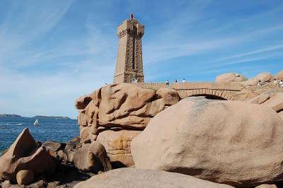 Ploumanach phare de ploumanac h routes touristiques dans les cotes d armor guide du tourisme en bretagne