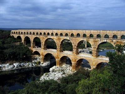 Pont du gard routes touristiques du gard guide du tourisme du languedoc roussillon