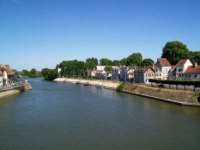 Pont sainte maxence vue de l oise depuis le pont routes touristique de l oise guide du tourisme de picardie