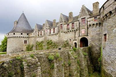 Pontivy le chateau des rohans routes touristiques dans le morbihan guide du tourisme en bretagne