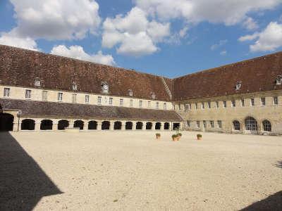 Pontpoint abbaye du moncel cloitre et refectoire salle capitulaire routes touristique de l oise guide du tourisme de picardie