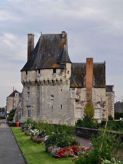 Ponts de ce chateau routes touristiques de maine et loire guide du tourisme du pays de la loire