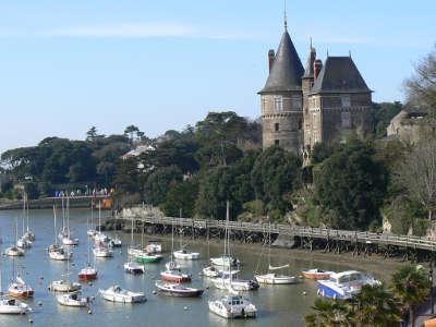 Pornic vieux port et le chateau routes touristiques de loire atlantique guide du tourisme du pays de la loire