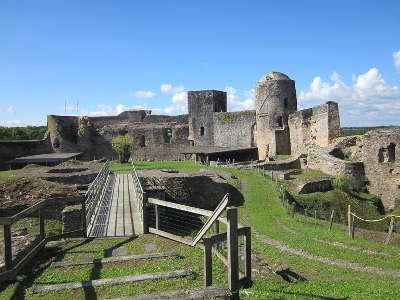 Pouance le chateau medieval routes touristiques de maine et loire guide du tourisme du pays de la loire