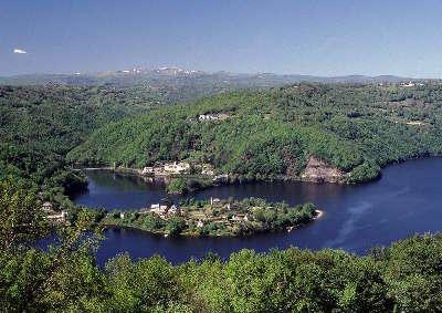 Presqu ile de laussac routes touristique d aveyron guide du tourisme midi pyreneess