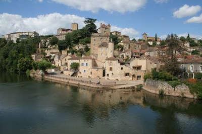 Puy l eveque vue du village routes touristiques du lot guide touristique midi pyrenees