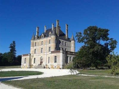 Puybelliard le chateau routes touristiques de vendee du tourisme du pays de la loire
