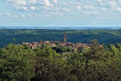 Puycelsi plus beau village vue generale routes touristiques du tarn guide du tourisme midi pyrenees