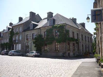 Quintin mairie petite cite de caractere routes touristiques dans les cotes d armor guide du tourisme en bretagne