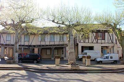 Realville place des arcades routes touristiques du tarn et garonne guide du tourisme du midi pyrenees