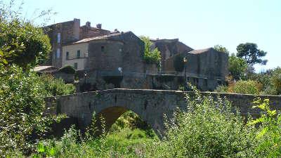 Rieux minervois et son chateau routes touristique de aude guide du tourisme du languedoc roussillon