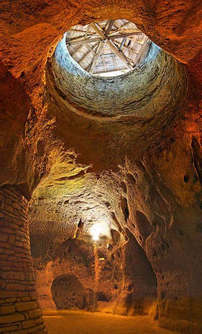 Rochemenier chapelle troglodytique routes touristiques de maine et loire guide du tourisme du pays de la loire