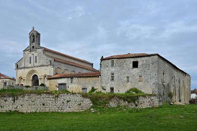 Ronsenac prieure saint jean baptiste routes touristique de charente guide du tourisme de poitou charentes